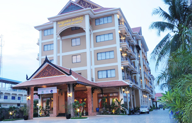 Dara Reang Sey Hotel Front View At Night Time