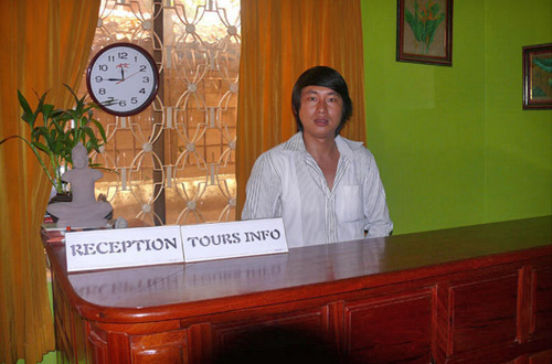 Golden Takeo Guesthouse Receptionist