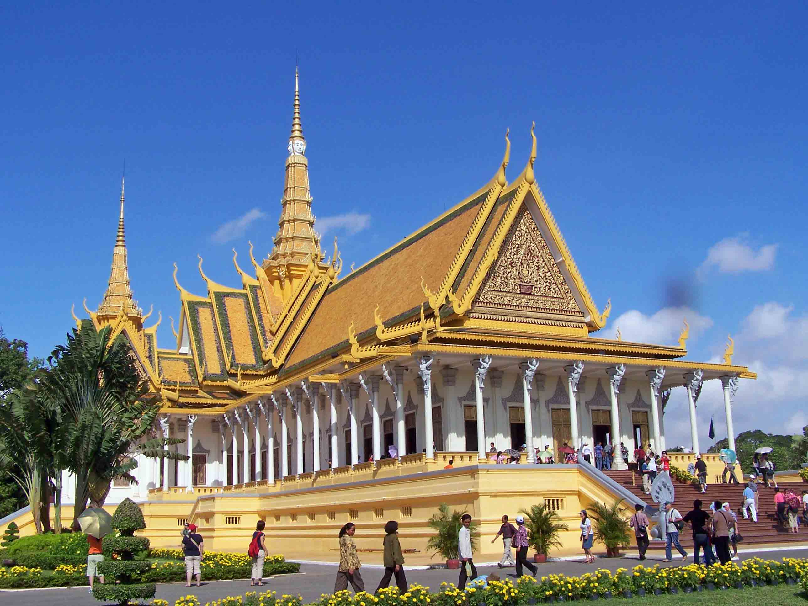 Introduction to Phnom Pen Royal Palace - Angkor Focus Travel