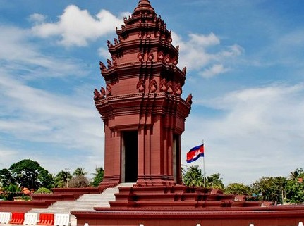 Introduction to Phnom Penh Independence Monument - Angkor Focus Travel