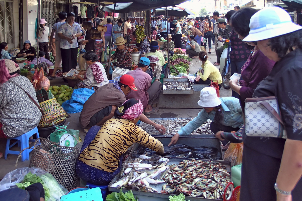 Phnom Penh Population Seller In Market - Angkor Focus Travel