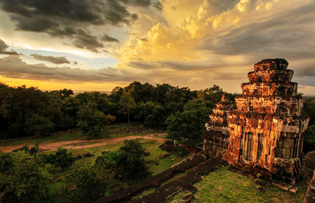 Phnom Bakheng Best Sunset View - Angkor Focus Travel