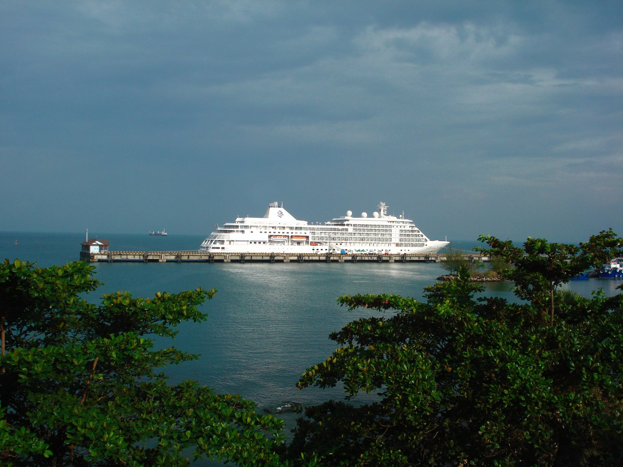 Sihanouk ville Economy Cruise Ship - Angkor Focus Travel