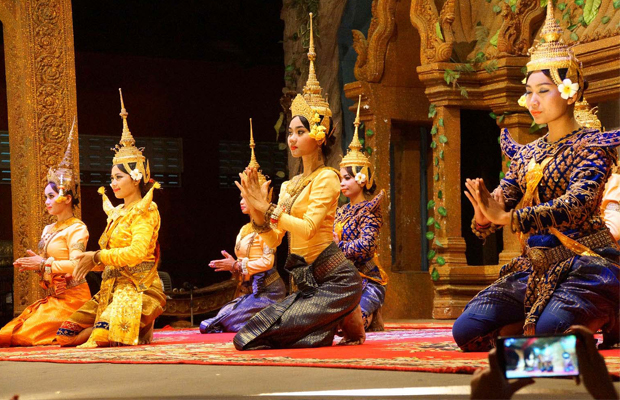 pic-buffet-set-+-apsara-theater-show-only-us$-11.jpg