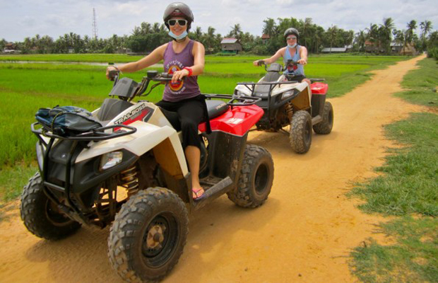 pic-siem-reap-quad-driving-to-paddy-field.jpg