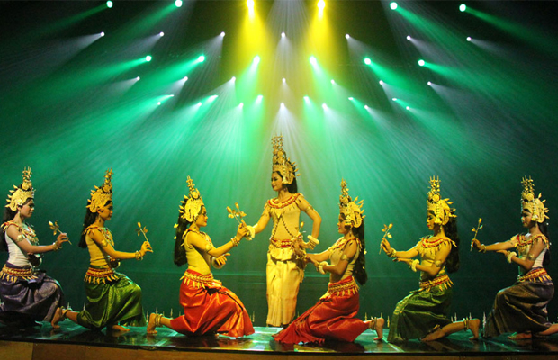 pic-smile-of-angkor---apsara-performance.jpg